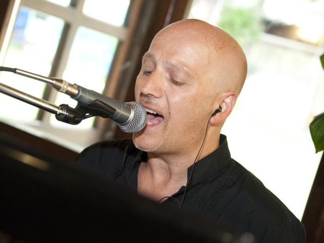 Scegliendo l'intrattenimento musicale di Fabrizio Pianobar la videoproiezione è in omaggio