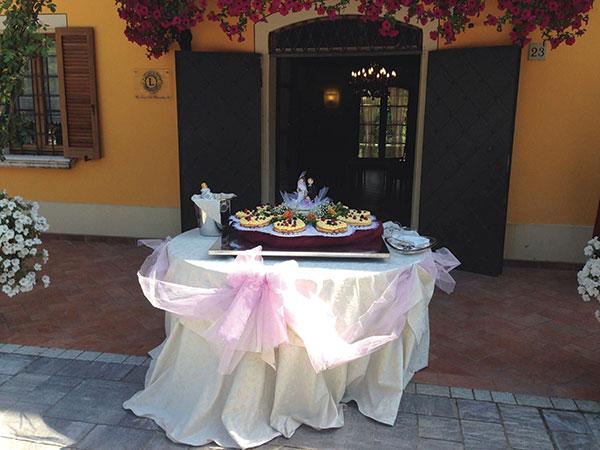 Scegliendo la prestigiosa location Villa Fondo Tagliata, la torta nuziale vi viene offerta in omaggio