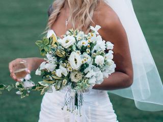 Commissionando Arcobaleno Fiori per gli allestimenti delle nozze il bouquet da lancio è in omaggio