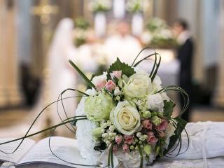 Il 5% di sconto aspetta gli sposi che decidono di scegliere i fiori per le nozze da Arcobaleno Fiori