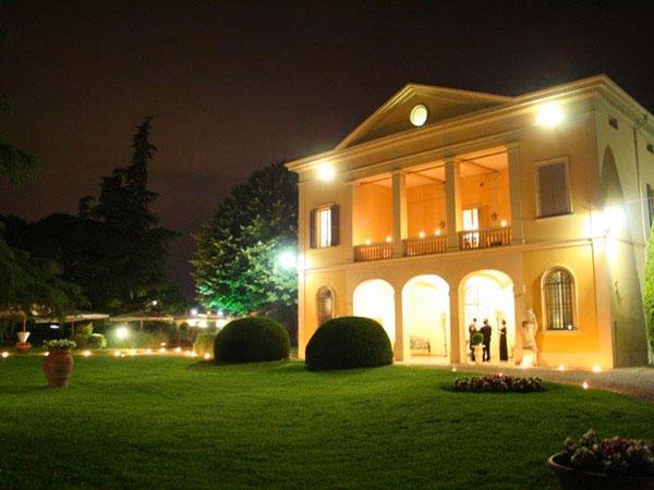 La location Villa Claterna regala la confettata agli sposi che la scelgono per il giorno delle nozze