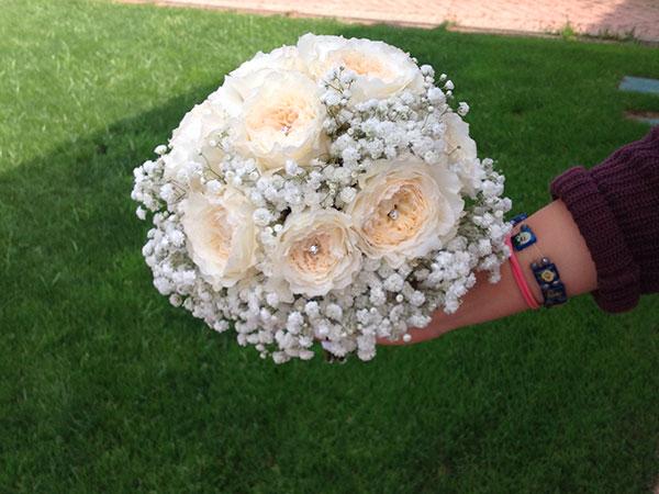 Il bouquet da lancio e la bottoniera per lo sposo sono in omaggio presso il fioraio Con il Cuore