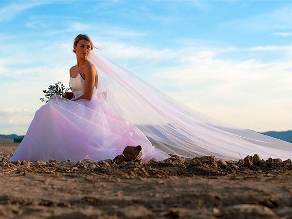 Acquistando l\'abito al primo appuntamento da Camelia Spose riceverete in regalo un velo semplice