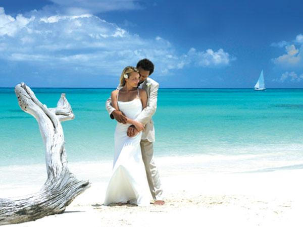 Foto Express omaggia con regali graditi i novelli sposi che lo scelgono per il servizio fotografico
