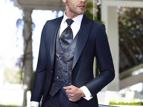 In regalo la camicia a chi acquista l'abito da sposa o da sposo da Le spose di Maratana