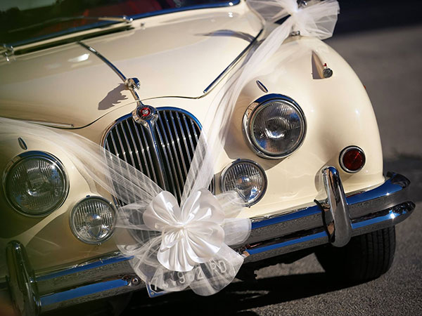 In omaggio allestimento floreale per l'auto agli sposi che prenotano il pacchetto completo presso Non solo Fiori