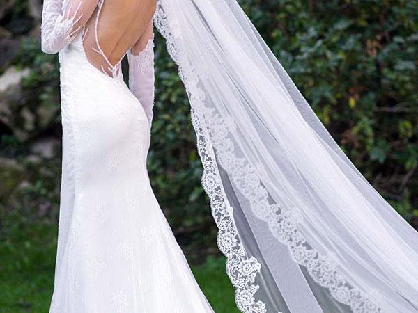 Un velo o le scarpe in omaggio a chi acquista l'abito bianco da sposa all'Atelier Sesto Senso di Torino