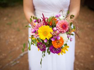 Il bouquet della sposa è in omaggio per chi commissiona l'allestimento della chiesa a Fiori Fiori
