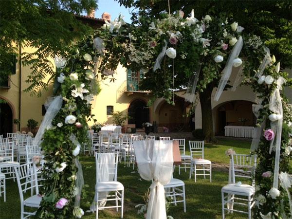 La location per matrimoni Cantine Luzi in estate il venerdì e il sabato costa meno!