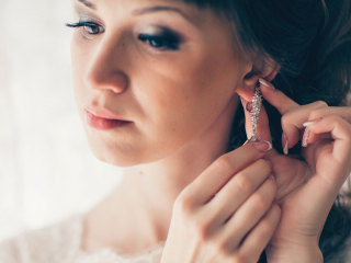 Orecchini per una sposa alternativa con uno sguardo al vintage