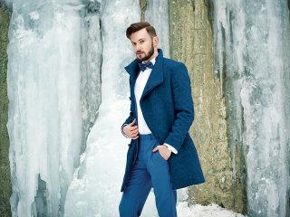 Un bellissimo cappotto da principe azzurro per lo sposo d'inverno
