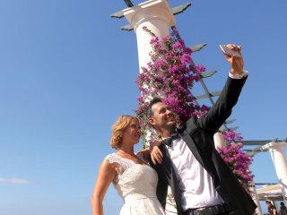 Vi dichiaro marito e moglie. E ora... potete aggiornare il vostro stato su Facebook e il matromonio diventa social!