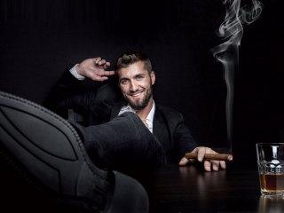 Cigar corner durante il ricevimento delle nozze: l\'angolo del vizio, del relax e della degustazione