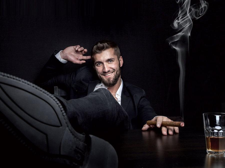 L Angolo Del Relax.Cigar Corner Durante Il Ricevimento Delle Nozze L Angolo Del Vizio