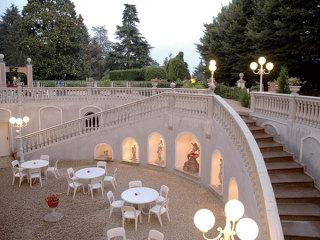 A Villa Salzea, prenotando il vostro ricevimento, la camera matrimoniale per gli sposi è in omaggio