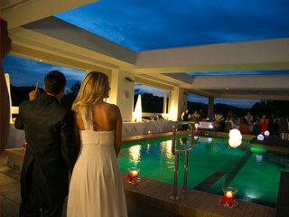 """Degustazione gratuita agli sposi che scelgono la piscina panoramica del Ristorante """"Il Tulipano"""" dell'Admiral Park Hotel"""