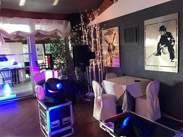 Macchina delle bolle professionale agli sposi che scelgono l\'allestimento luci di Eventi Musica In per un fantastico matrimonio serale