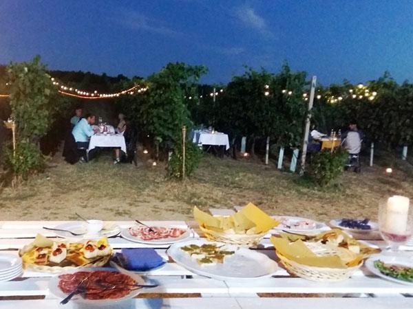 Cena romantica fra i vigneti del Podere Riosto per i futuri sposi... occasione di relax prima del matrimonio