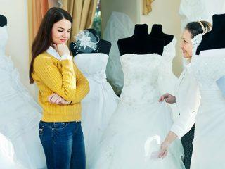 Come scegliere il bridal look perfetto: ascoltare i consigli degli esperti oppure seguire il proprio istinto per l'abito da sposa?