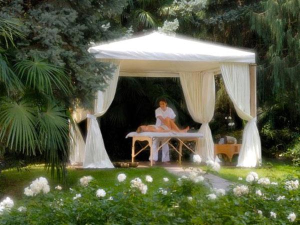 Un gazebo per il relax degli ospiti durante il ricevimento è proposto da Studio Olistico SOStanza