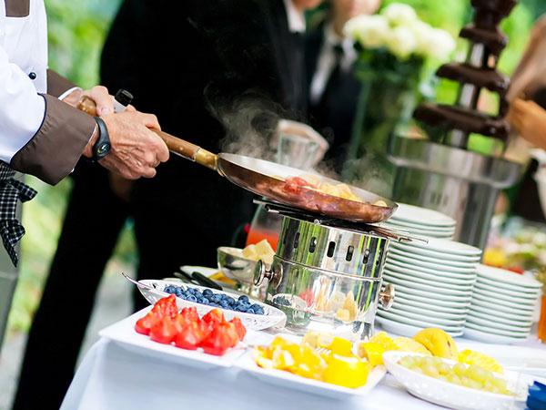 Come scegliere il menù del nozze più adatto? Molti sono i fattori che vanno considerati