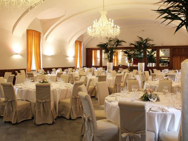 Al ristorante del Castello di Montaldo, in omaggio la romantica suite per gli sposi