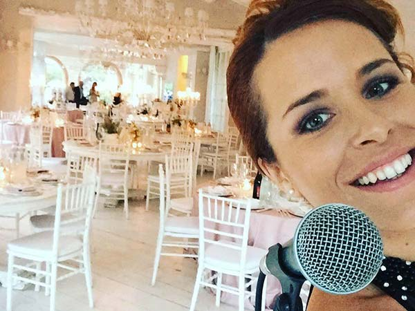 Michela Tumiatti – Wedding Singer riserva uno sconto davvero interessante agli sposi che prenotano 9 mesi prima del matrimonio