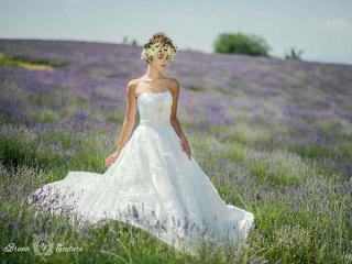 Scegliendo un abito da sposa di Bruna Couture and Aurea Virtus in omaggio l'intrattenimento musicale
