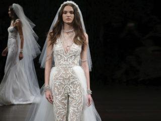 Flower Power per l'abito da sposa. Negli atelier gli abiti si arricchiscono di dettagli floreali