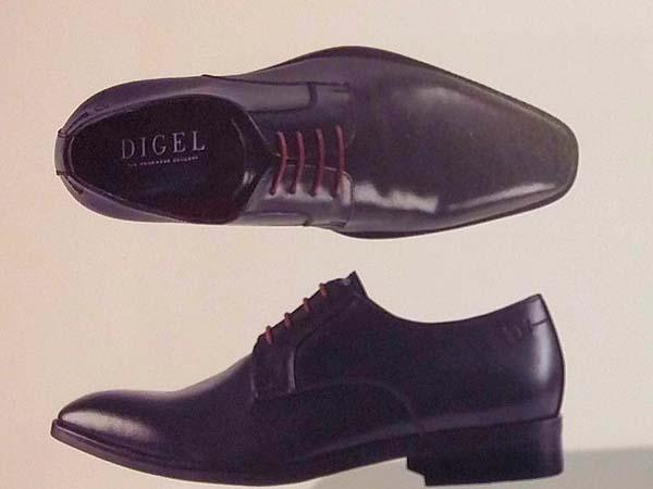 Le scarpe da cerimonia sono in omaggio acquistando l'abito da sposo presso Dresscode Boutique e Sartoria