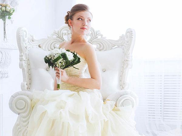 Col pacchetto Smeraldo di Sposae avrete l'abito da sposa e da sposo più accessori a un incredibile prezzo