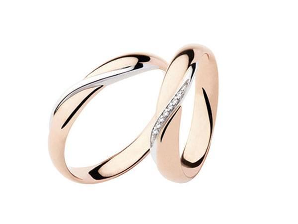De Simone Gioielli con un acquisto per le nozze vi regala un diamante punto luce con montatura