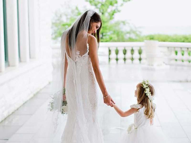 Scegliendo l\'abito da sposa da Le Spose di Maratana il vestito da damigella o paggetto è in omaggio