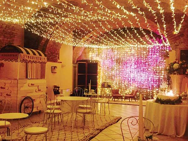 Per matrimoni fuori stagione o nei giorni feriali Castello Canalis offre un prezzo scontato sull\'affitto degli spazi