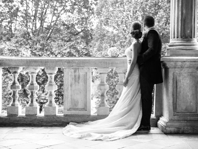 Matrimonio In Nero : Bianco e nero studio fotografico omaggia gli sposi di una chiavetta