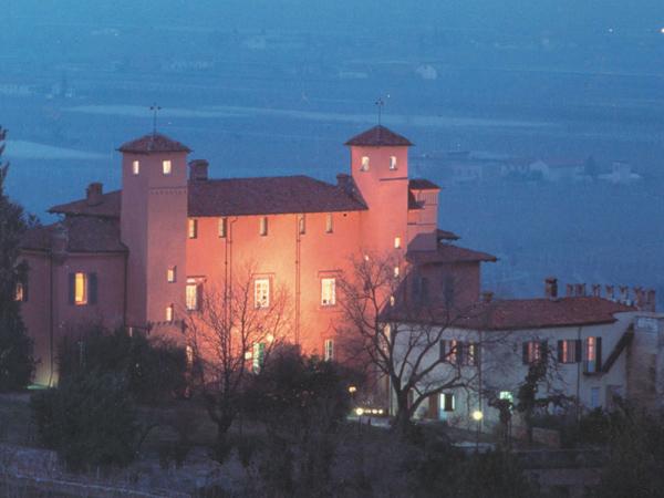 Prenotate il ricevimento di nozze in giorni feriali e fuori stagione al Castello Rosso a un prezzo vantaggioso