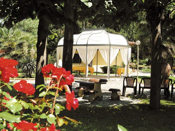 Il ristorante Dei Cacciatori propone menù di nozze feriali e fuori stagione a partire da soli 53 euro