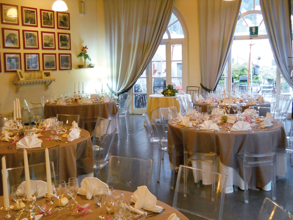 Prenotando il banchetto per le nozze al ristorante Stazione Sassi i bambini fino a 3 anni mangiano gratis