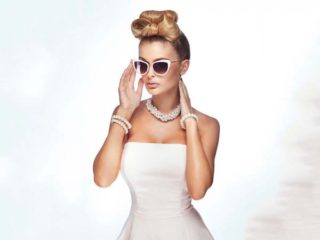 All'altare con gli occhiali. È un accessorio di stile perfetto per una sposa che cerca il dettaglio chic