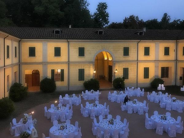 Scegli Corte di Villa Spalletti per il tuo ricevimento nelle date disponibili 2019 per avere un vantaggioso sconto
