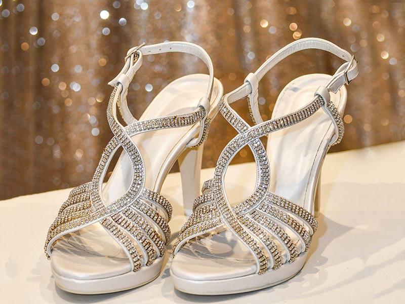 Acquista il tuo abito da sposa da Le spose di Paola entro luglio per avere in omaggio le calzature abbinate al vestito