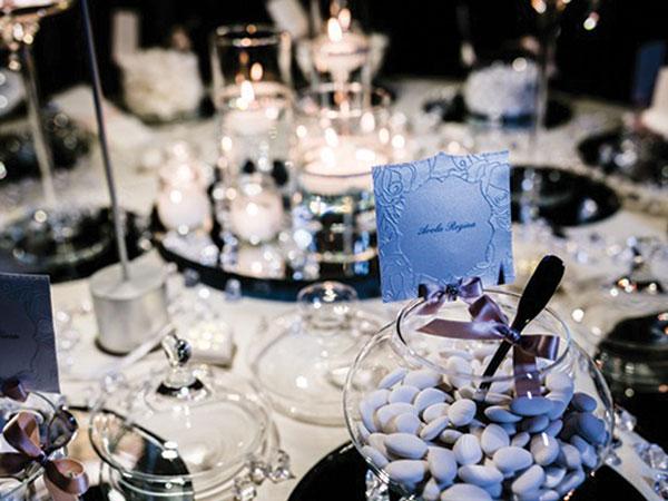 Paola Motta Wedding Planner offre ai futuri sposi un allestimento elegante per la confettata incluso nel prezzo