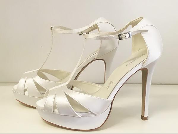 Un imperdibile sconto è offerto da Unique by Lara Riondato scegliendo le calzature da sposa